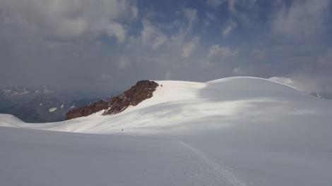 Descent on the white glacier.